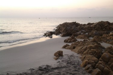 Spiaggia all'alba al B&B Giglio di Mare